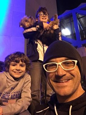 CBUS Dads blogger Matthew Barnes and his boys delivered Acts of Random Kindness in Downtown Columbus and Short North.