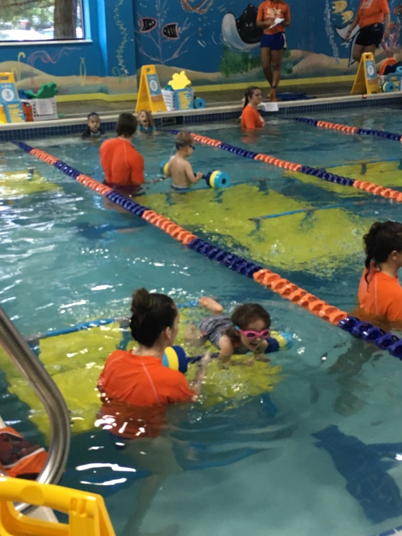 CBUS Dads blogger Steven Michalovich's daughter swimming in a Westerville Goldfish Swim School swim lesson.