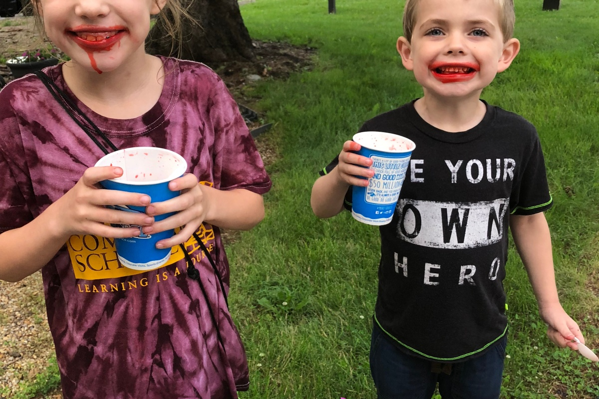 CBUS Dads dad blogger Dan Farkas' kids enjoying Kona Ice at the Powell Festival